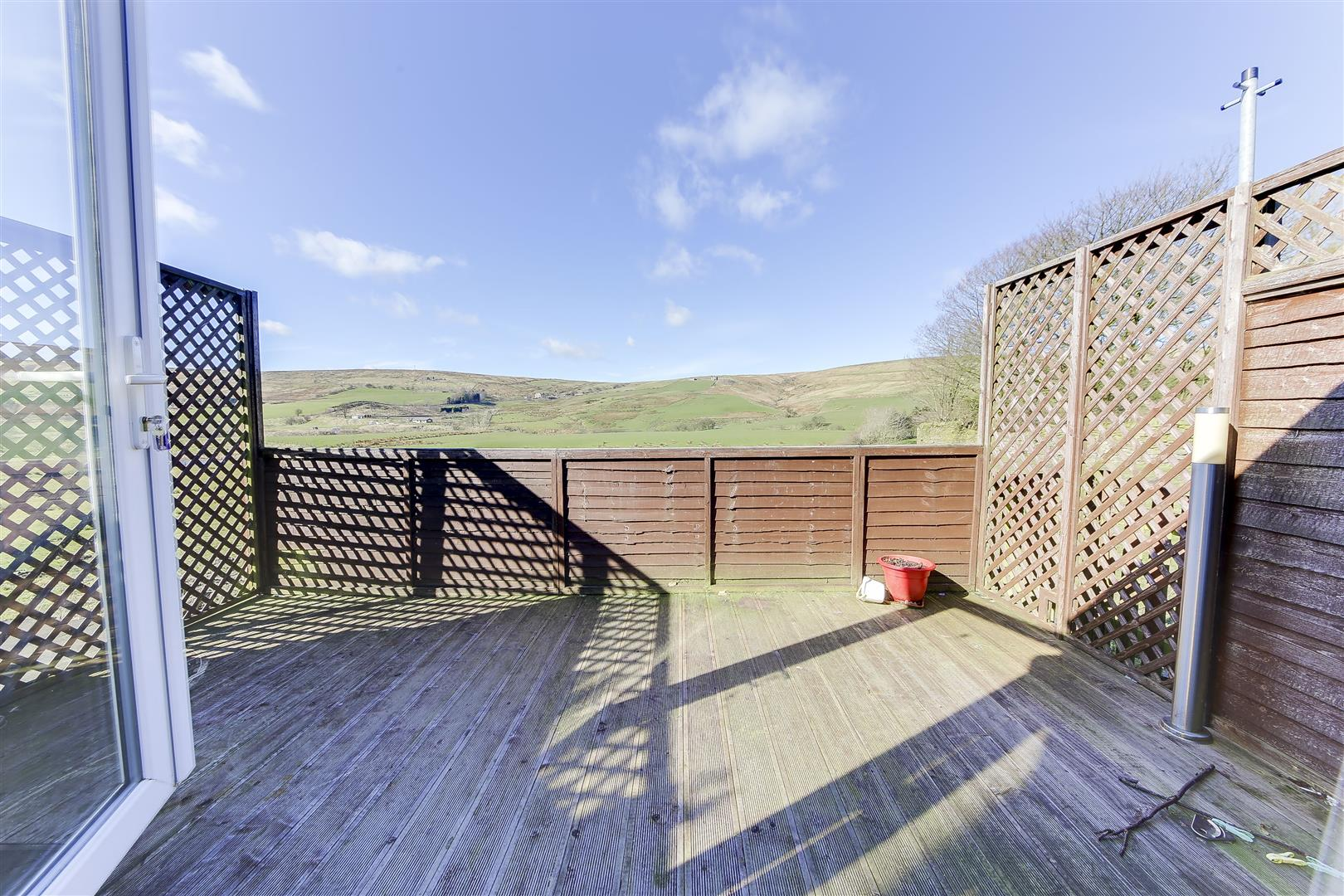 2 Bedrooms Terraced House for rent in Burnley Road, Loveclough, Rossendale